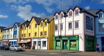 Case colorate a Carrick-on-Shannon