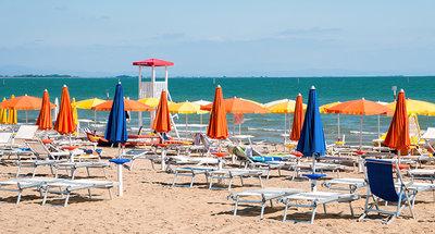 Relax sulla spiaggia di sabbia bianca di Lignano