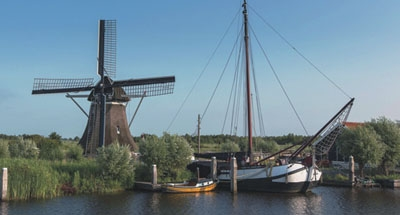 Mulino a vento e barca tradizionale olandese