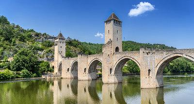 Il ponte di Pont Valentré attraversa il fiume Lot a Cahors