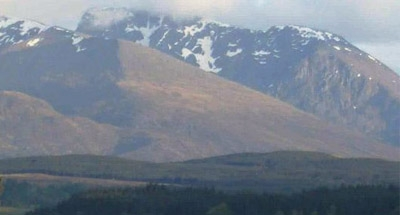 Paesaggio di montagna innevato