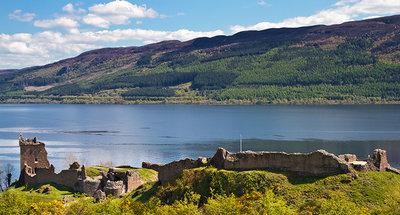Castello di Urquhart sulle rive di Loch Ness