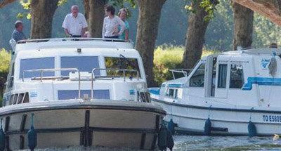 Due barche Le Boate un ponte