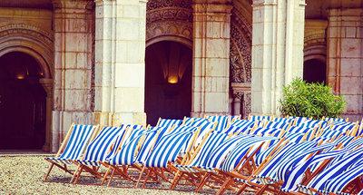 Sedie a sdraio nell'Abbazia Saint-Germain