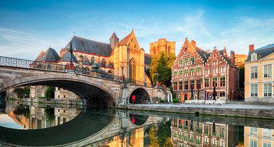Ponte medievale nella splendida città di Gand