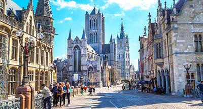Strade medievali della città di Gand che si snodano