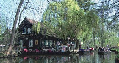 Ristorante sulle rive del canale