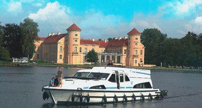 Castello di Rheinsberg e barca Le Boat