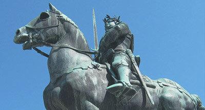 Statua di un uomo a cavallo