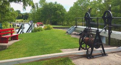 Azionando una chiusa sul Canale Rideau