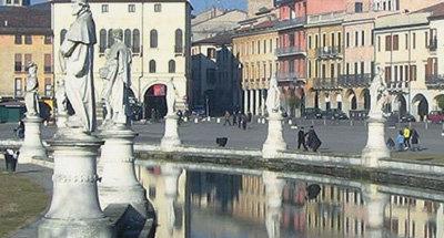 Fontana e statue a Venezia