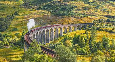 Il treno a vapore Jacobite sul viadotto Glenfinnan