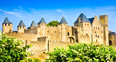 Città fortificata di Carcassonne vicino al Canal du Midi
