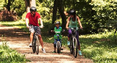 Giro in bicicletta nella foresta,Canada