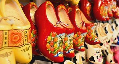 Zoccoli olandesi in un negozio