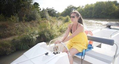 Quanti anni bisogna avere per guidare una barca