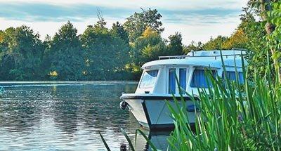 Una barca in mezzo alla natura, Charente