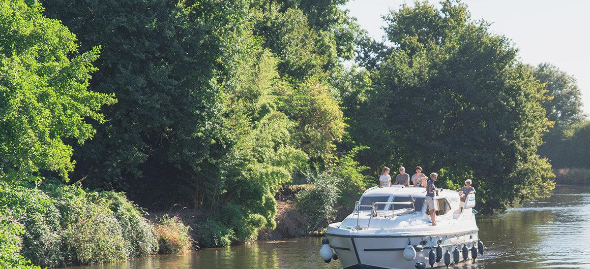 Famiglia su una barca, Bretagna