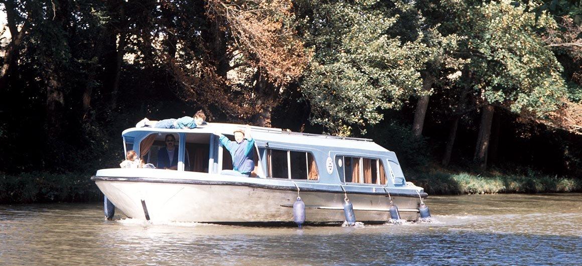 Una barca Crown Blue Line