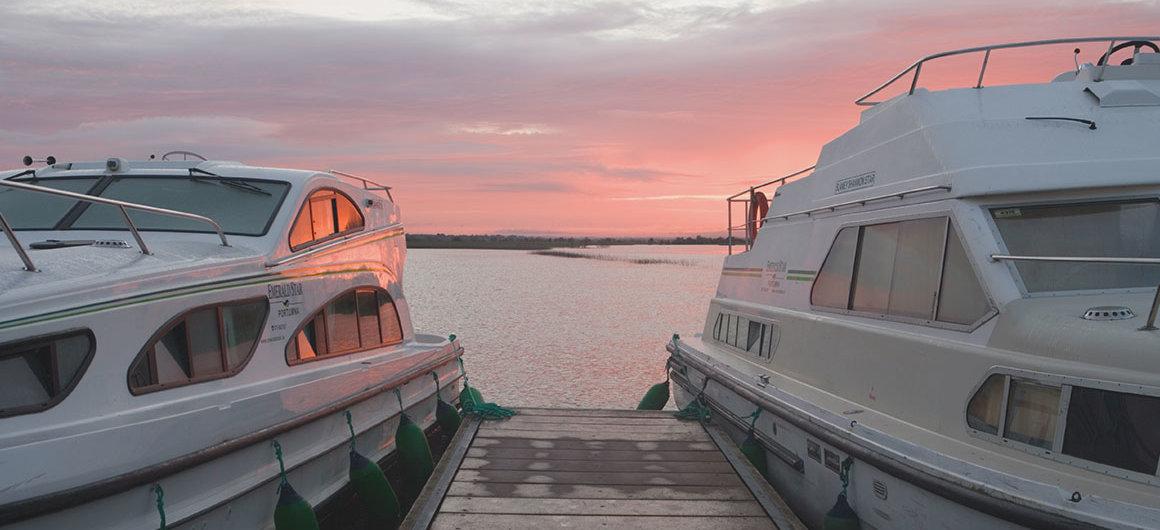 La nostra flotta Emerald Star vicino a Clonmacnoise, in Irlanda