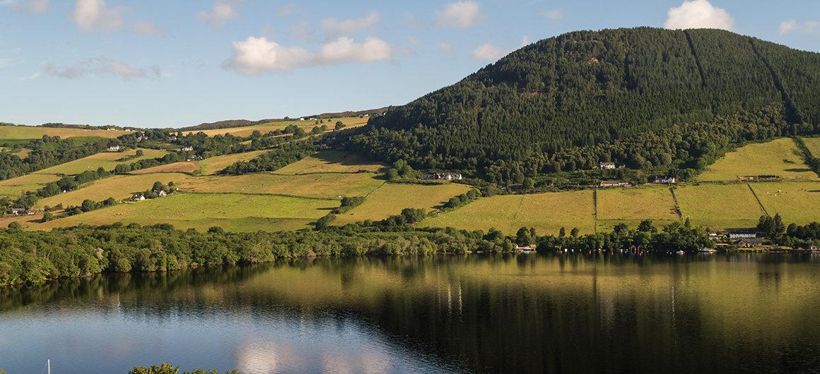 Montagne e Loch Ness, in Scozia