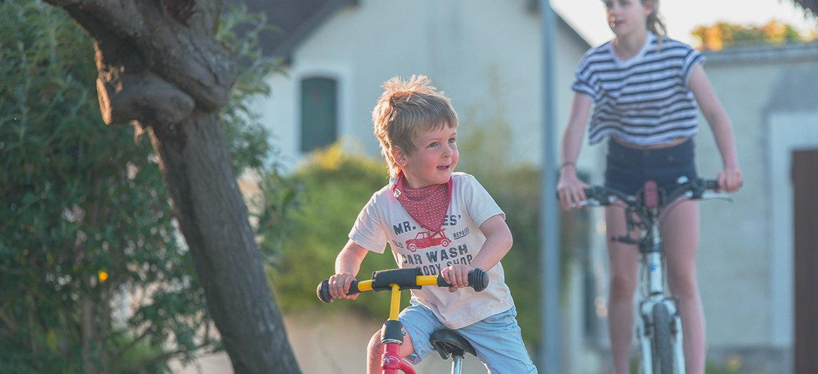 Bambini in bicicletta in Borgogna