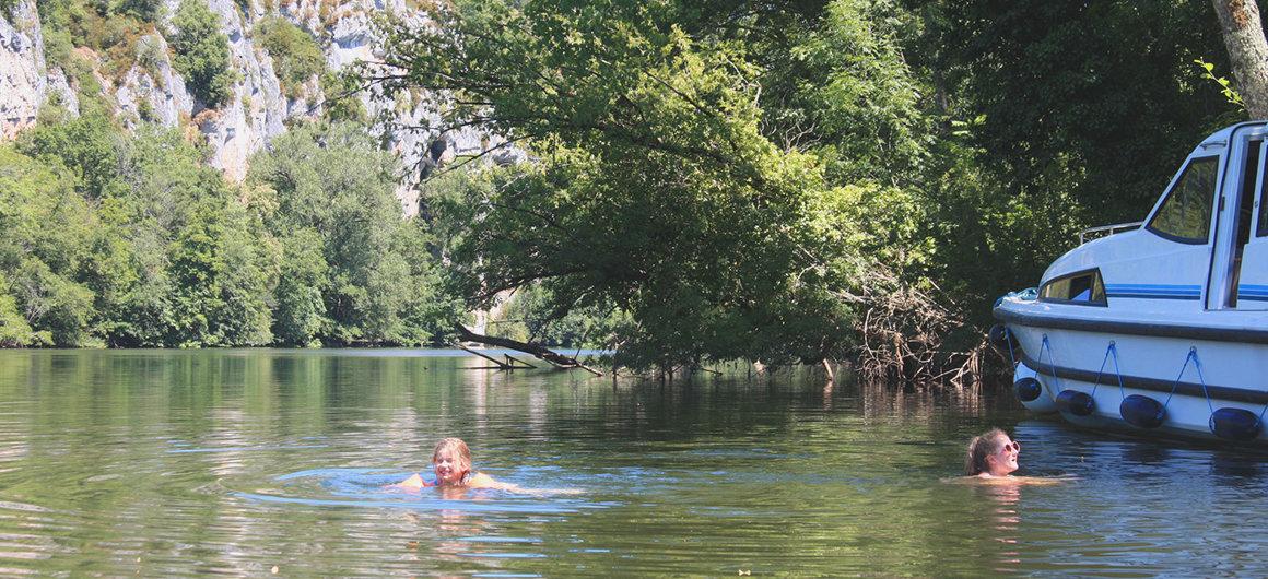 Bagnovicino a una barca Le Boat nel Lot