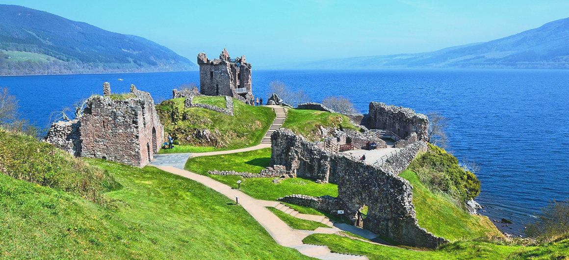 Castello di Urquhart lungo le rive del Loch Ness