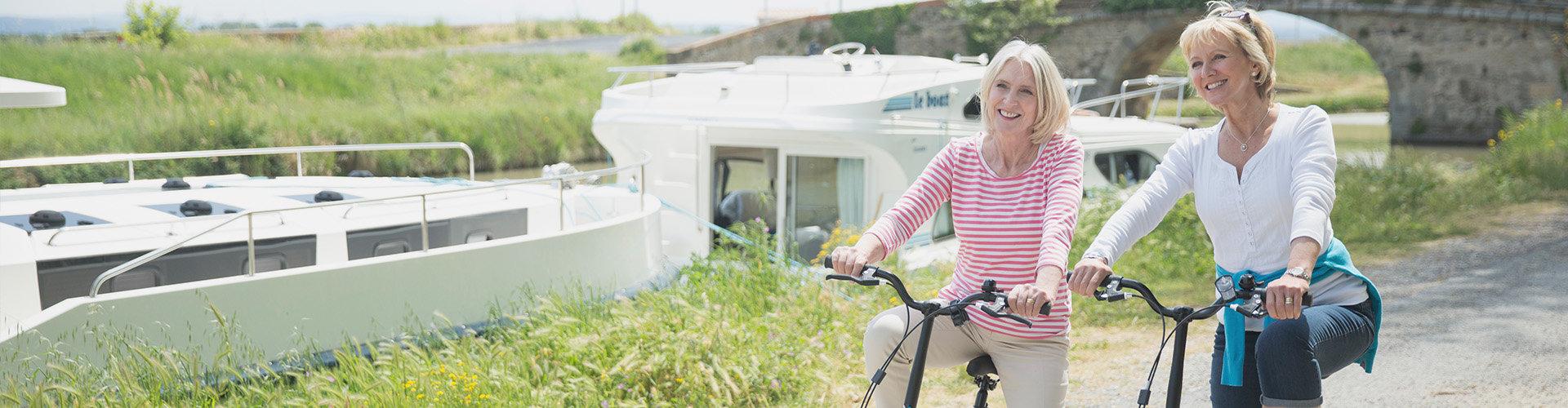 Escursione in bicicletta lungo il Canal du Midi con la barca Vision sullo sfondo