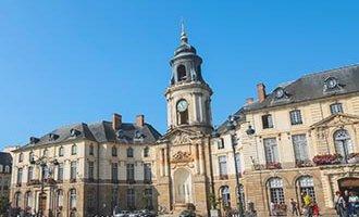 La piazza centrale di Rennes in Bretagna